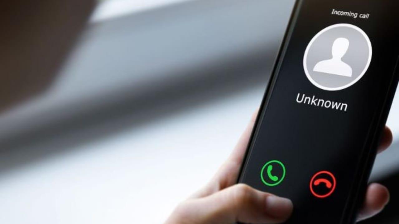 A través de una simple llamada podrías ser la víctima de un fraude. Conoce de qué se trata.