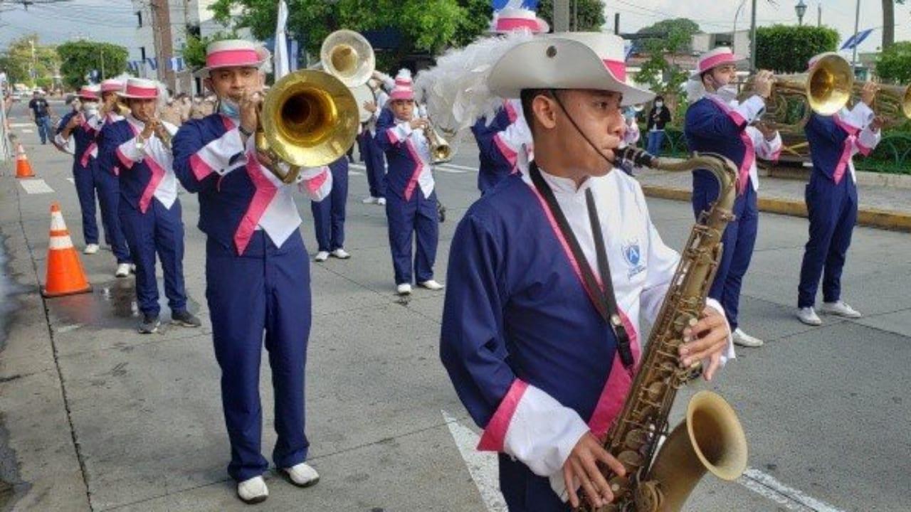 Hubo desfile de palillonas y otros actos en conmemoración a la patria.