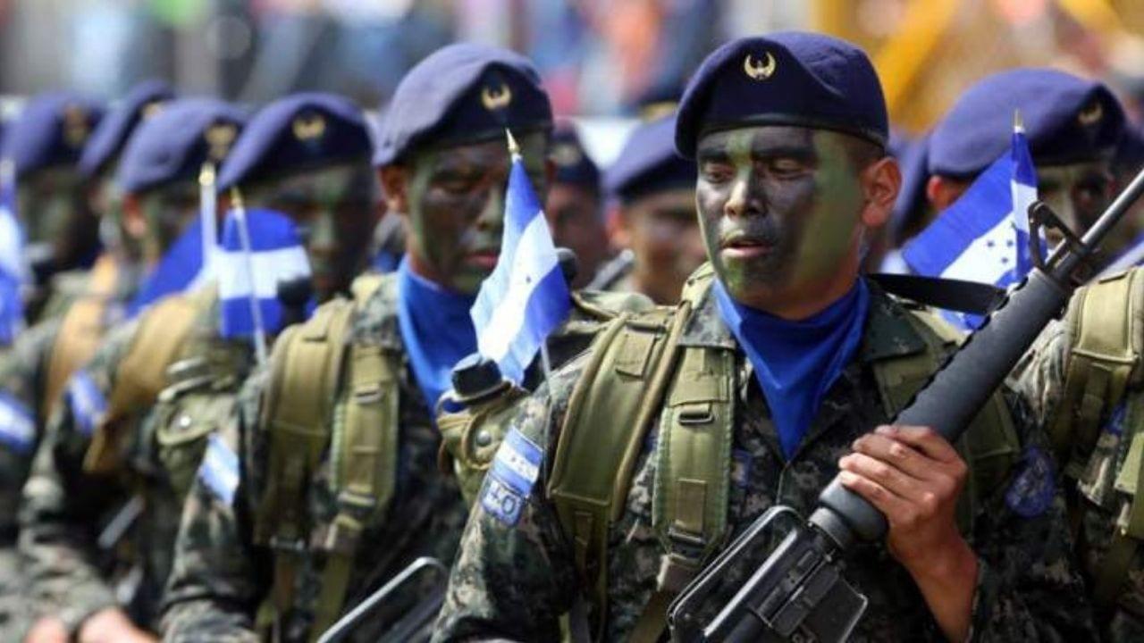 Desde coroneles hasta subtenientes fueron separados del servicio porque violentaron las normas, reveló el general Tito Livio Moreno.
