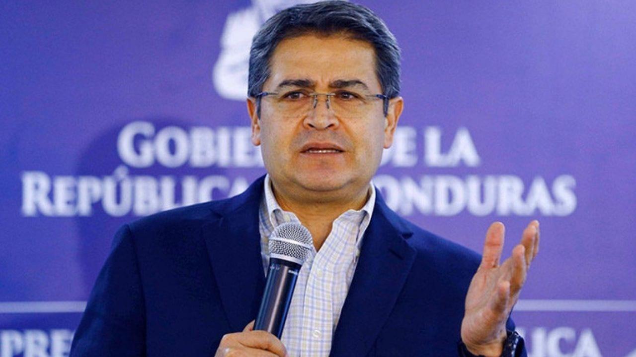"""El gobernante expresó que """"vuelvo y pido al Congreso Nacional, Comisión Nacional de Bancos y Seguros, Banco Central de Honduras, bancos e instituciones financieras que nos pongamos la mano en el corazón""""."""