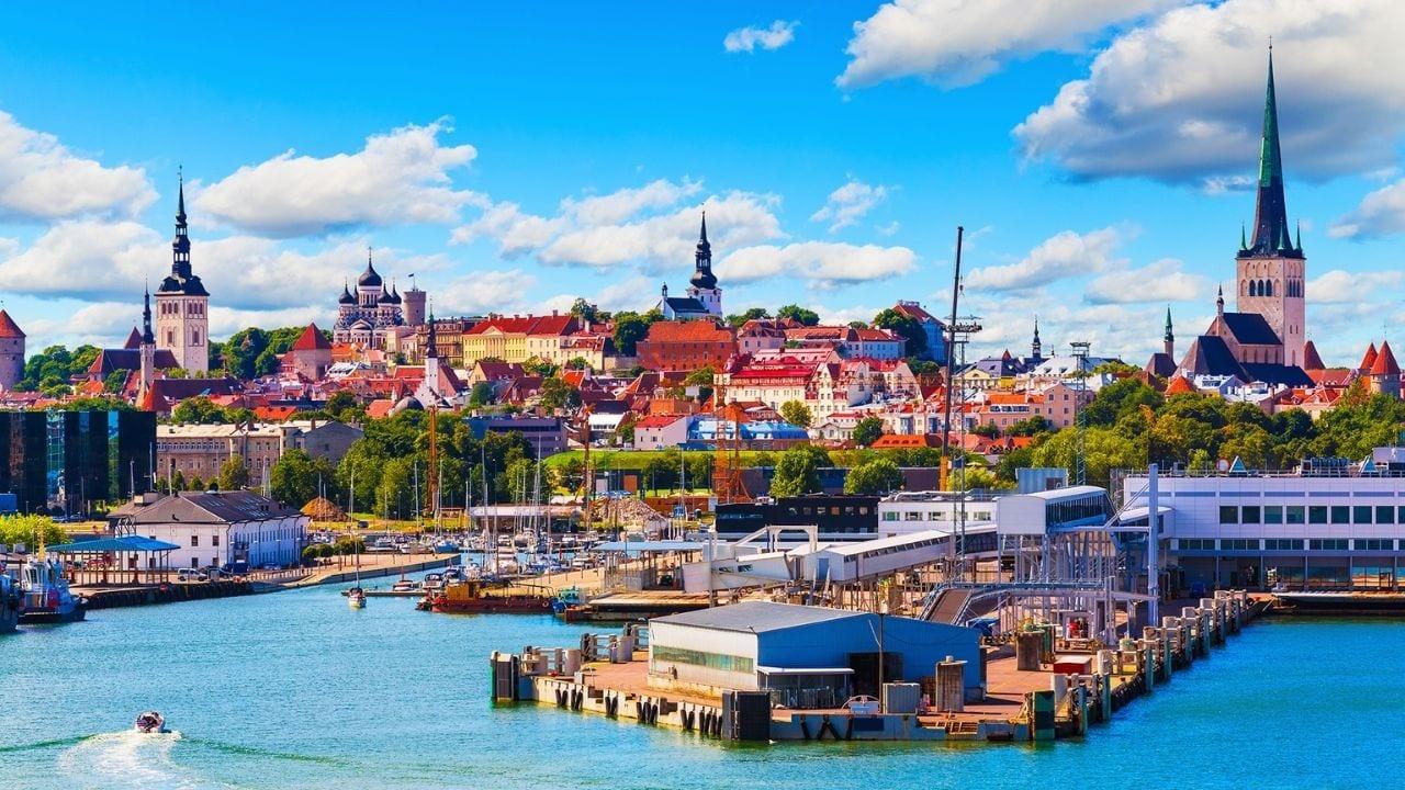 Algunos de los países no exigen requisitos fuera de lo normal para poder hacer turismo y teletrabajo al mismo tiempo. ¡Aquí te contamos lo que debes saber!