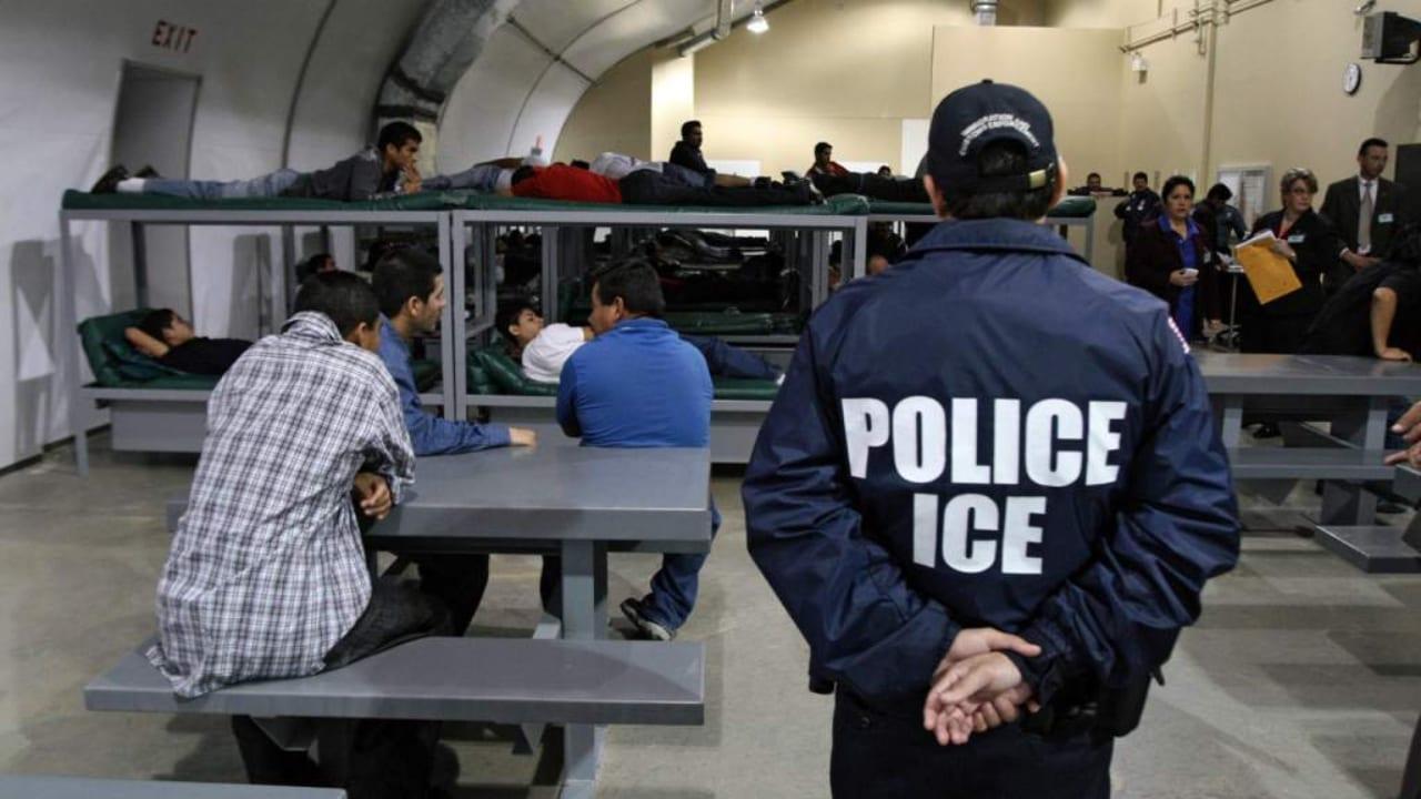 Siga estas recomendaciones de expertos, en caso de ser detenido por migración en territorio estadounidense.