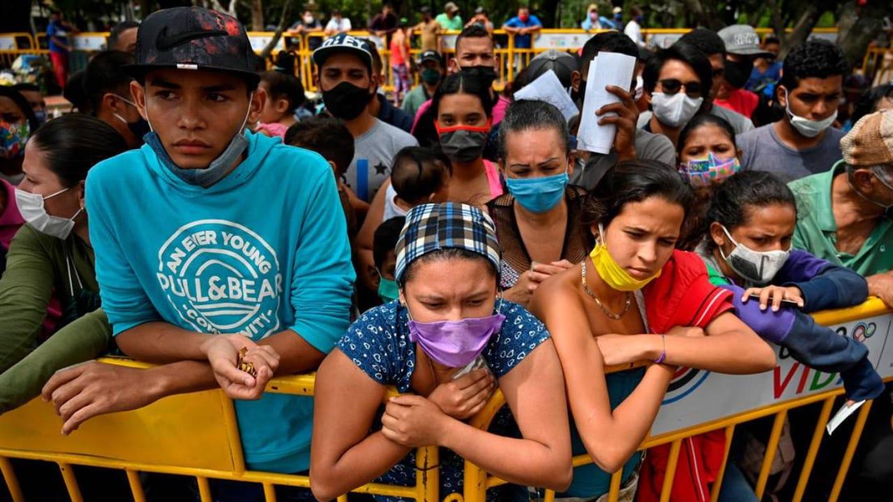 En El Salvador se tenía a más de 16 mil personas sometidas a cuarentena, entre ellas las que incumplían el confinamiento obligatorio, según la ONG.