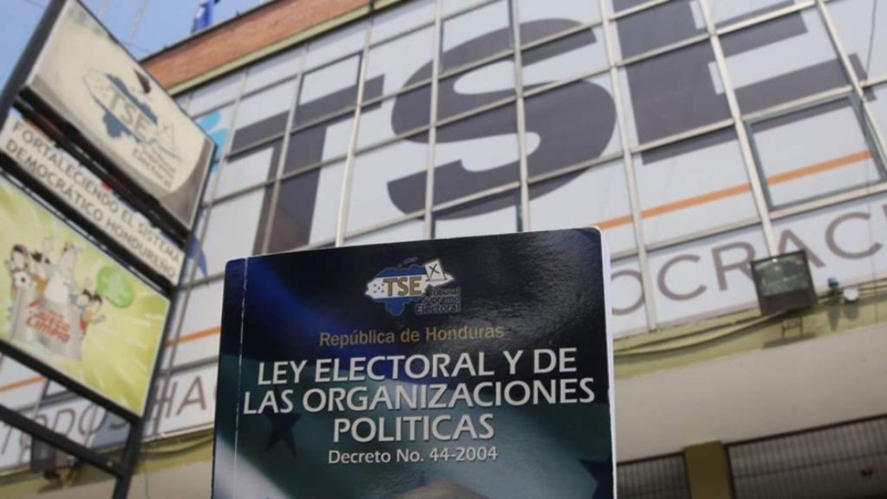 """""""Los partidos políticos están acomodados, y sacarlos de esa caja que están acomodados es sumamente difícil"""", argumentó Melissa Elvir, coordinadora de Transparencia Democracia Sin Fronteras,"""