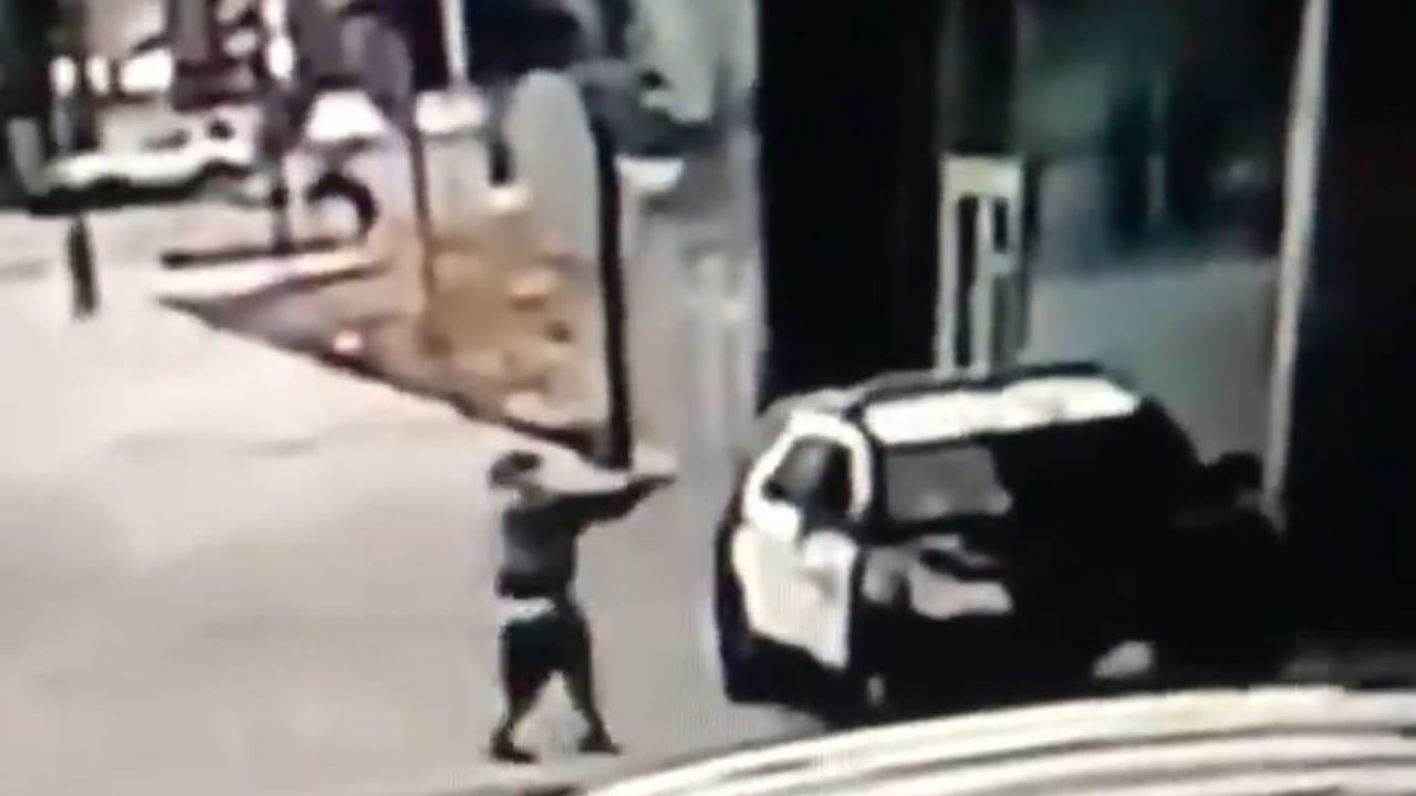 """El presidente de Estados Unidos, Donald Trump, publicó el vídeo y dijo que los atacantes son """" animales, a los que hay que pegar duro""""."""