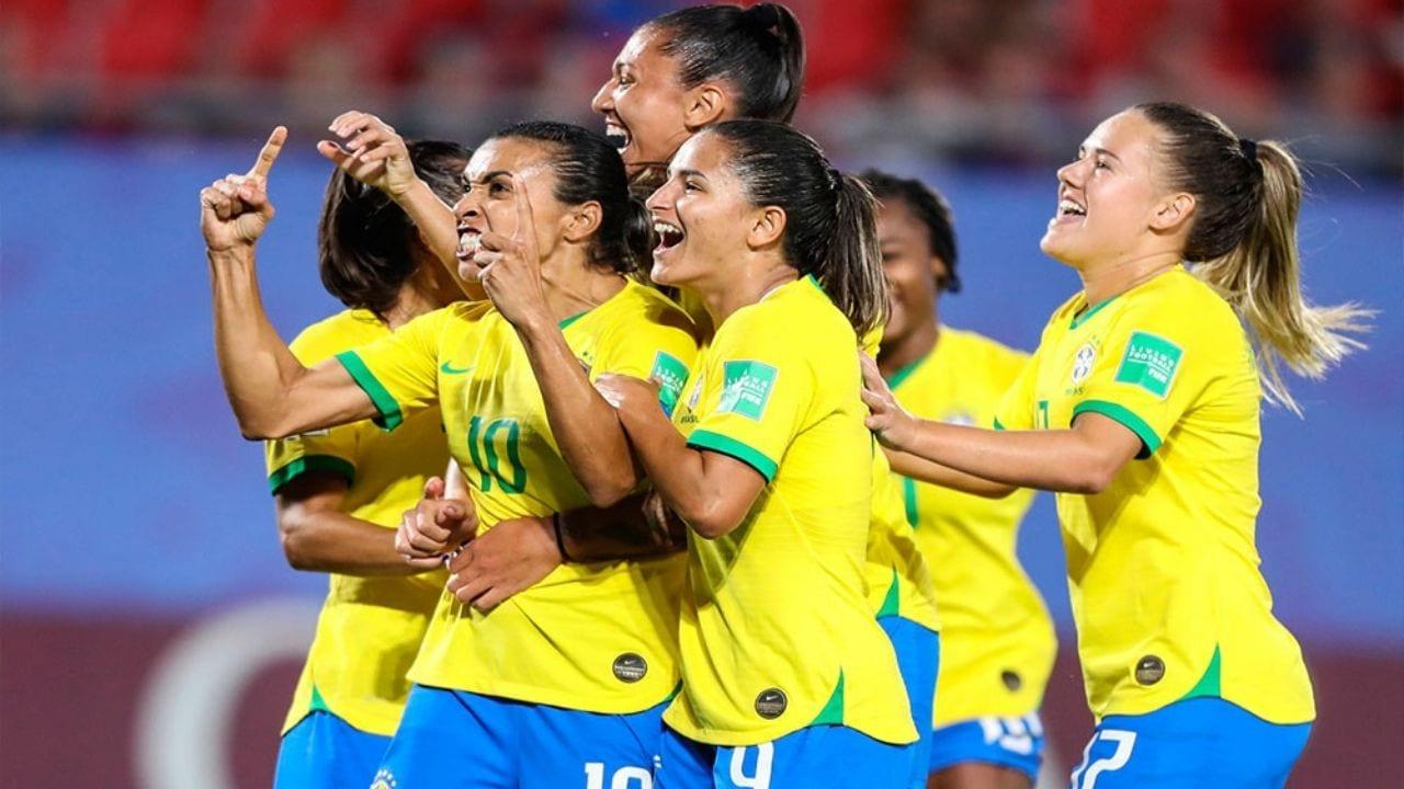 Antes de anunciarse la igualdad salarial en Brasil, las diferencias eran inmensa. Mientras las chicas ganaban en reales, los hombre lo hacían en dólares