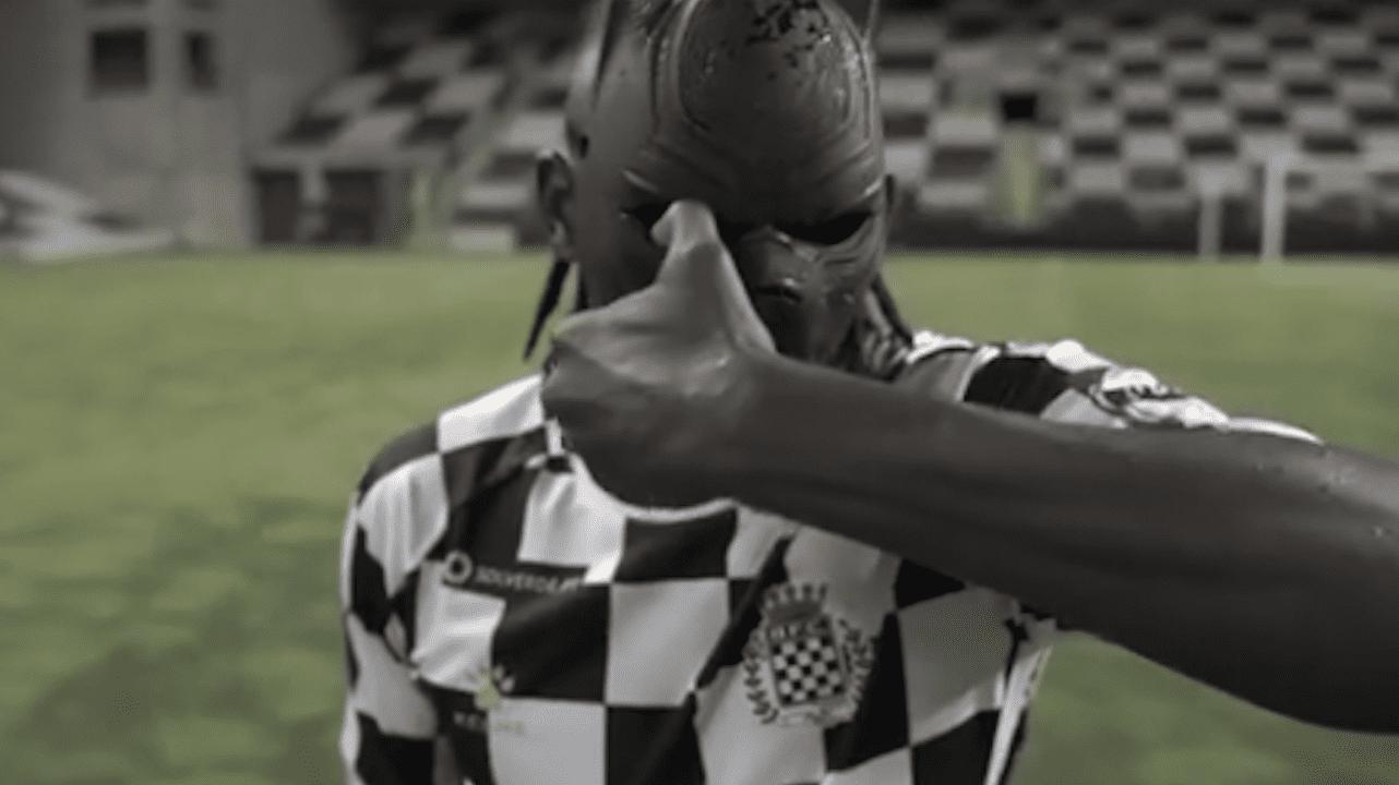 El delantero catracho fue presentado oficialmente por el Boavista del fútbol de Portugal.