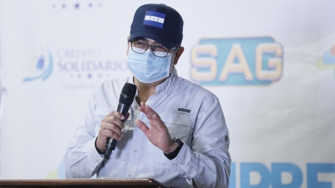 La iniciativa busca llevar beneficios directos a los emprendedores que se han visto golpeados en sus economías, de acuerdo con el mandatario hondureño.