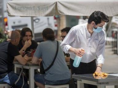 Coronavirus: ¿Qué hábitos de higiene y seguridad han cambiado en los negocios antes y durante la pandemia?