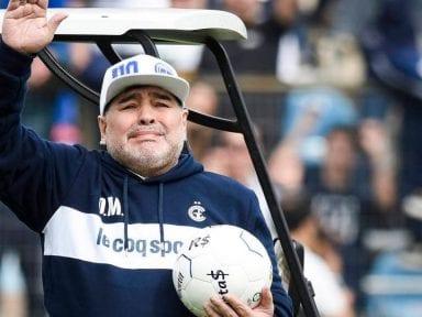 Enfermera de Maradona dice que Diego se golpeó la cabeza antes de morir