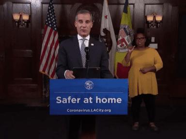 Alcalde de Los Ángeles ordena 'cancelar' toda actividad y cierre de negocios ante alza de contagios de covid
