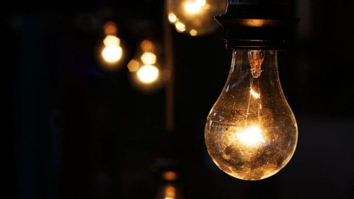 ¿Qué pensarías si te decimos que pueden hackear tus bombillas o focos tradicionales para espiarte?