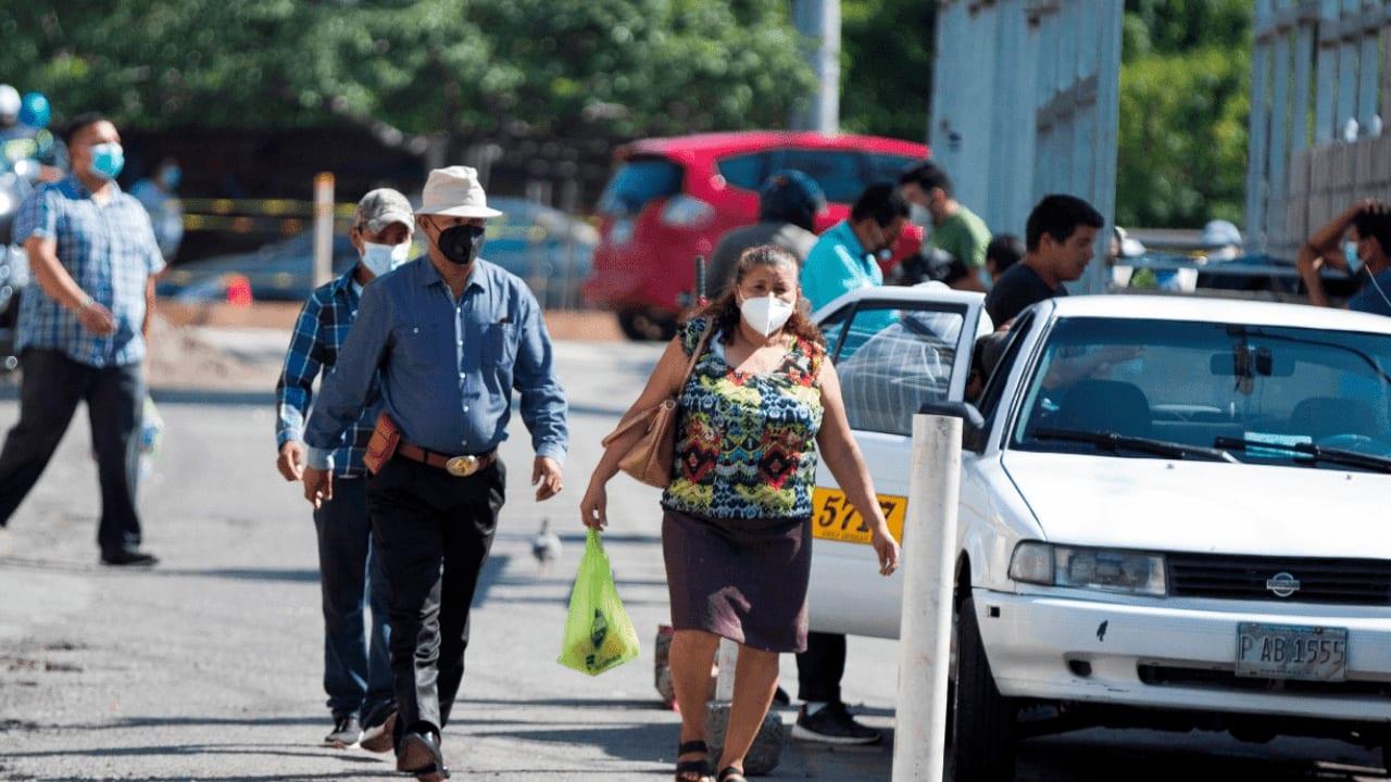 El toque de queda también permanece a nivel nacional. Aquí la reforma publicada en el Diario Oficial La Gaceta