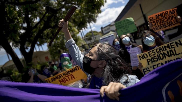 Hondureñas marchan exigiendo castigo a los feminicidios y fortalecimiento del Estado de derecho