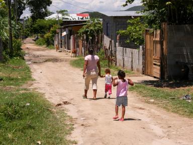 La pobreza en Honduras subió a 70 % en 2020 por culpa de Eta, Iota y covid