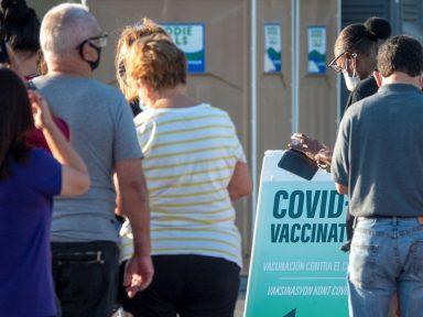 Alcalde invita a turistas hondureños a vacunarse contra el covid en Miami-Dade sin riesgo a sanciones con la visa