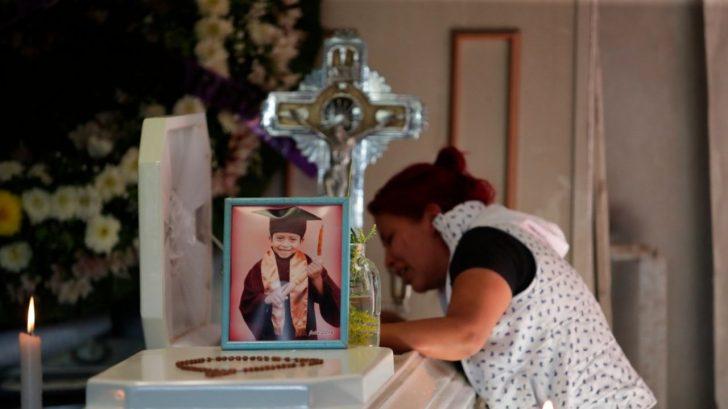'Hijo mío, no te vayas': el triste adiós a Giovanny, el niño que murió en la tragedia del Metro en México