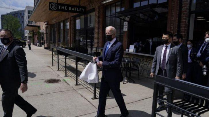 Joe Biden celebra Cinco de Mayo en un restaurante de inmigrantes mexicanos