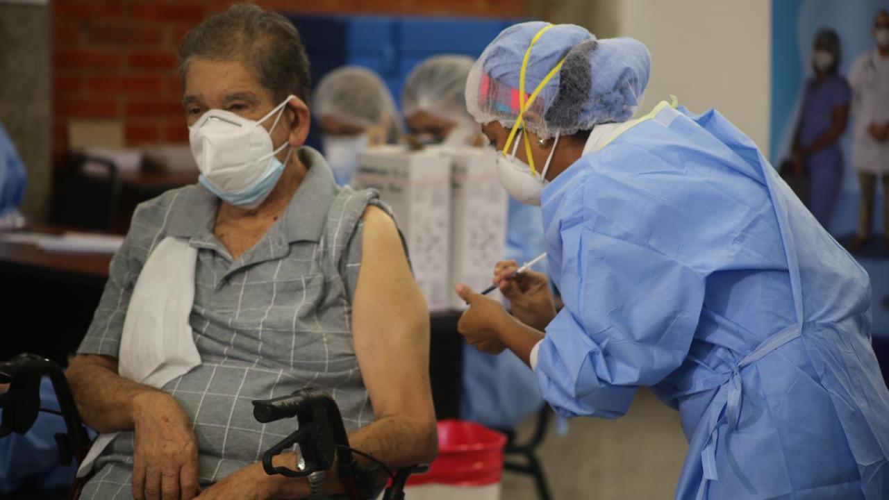 """El galeno hizo énfasis en que el no llevar un registro de vacunados se pueda prestar a  """"compadrazgos"""", donde, a través de """"una llamada"""", se van a contactar a las personas que podrían recibir las vacunas"""