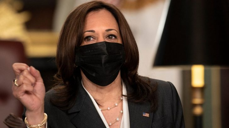 Estados Unidos 'debe responder' ante destitución de jueces en El Salvador, dijo Kamala Harris