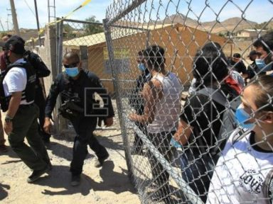 ¡Varios hondureños! Al menos 140 migrantes que permanecían secuestrados y hacinados en México fueron rescatados