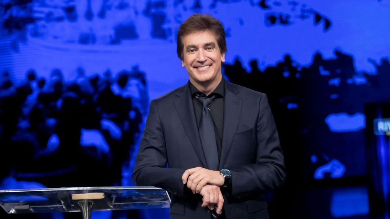 """""""Eres gay, solo sales con hombres"""", fue el comentario que provocó la respuesta del pastor argentino"""