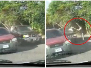 Hombre agarró a batazos a un vehículo en plena calle de Tegucigalpa, mira el vídeo