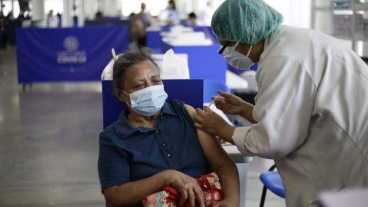 El Salvador recibe nuevo lote de vacunas anticovid