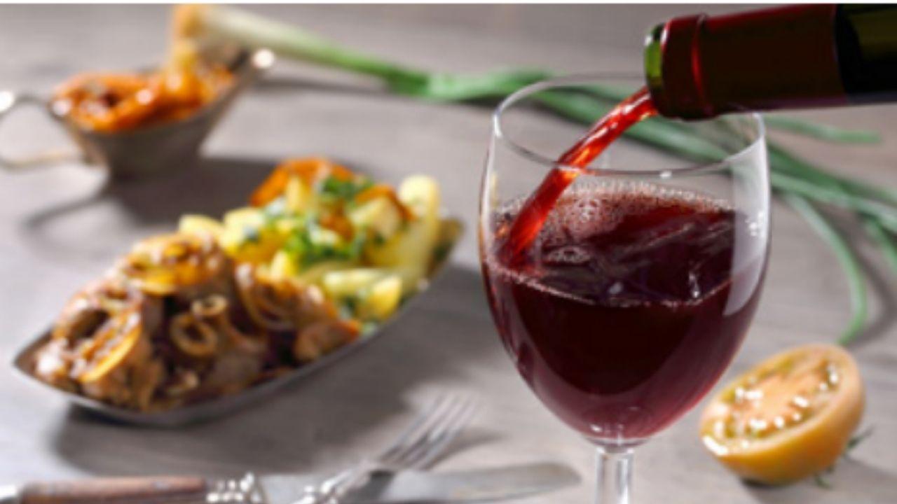 Elegir el mejor vino para cada comida entra en los placeres que proporciona la gastronomía
