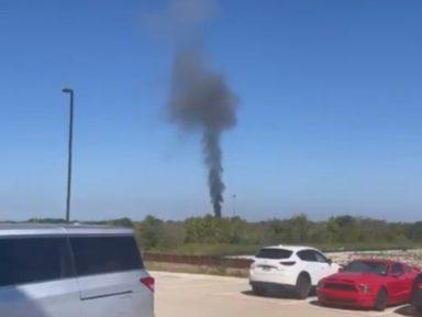 Vídeo: Avión militar se estrella en Texas y deja dos personas heridas