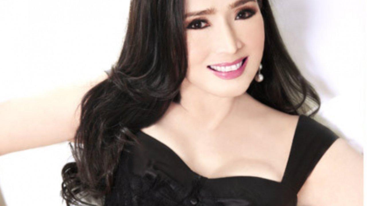 La tailandesa Apasra Hongsakula se ha vuelto tendencia mundial al ser una ex Miss Universo que a sus 74 años luce con varias décadas menos. Aquí las fotos