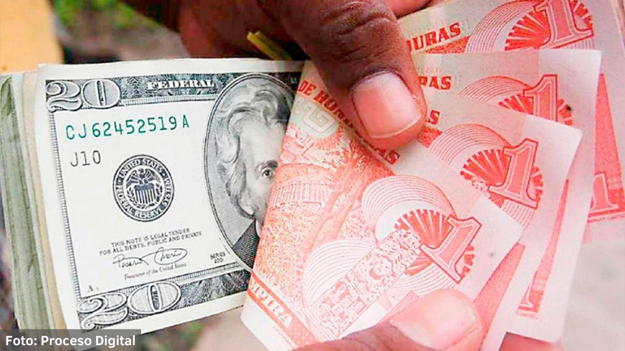 Al menos treinta centavos se redujo el valor de la moneda nacional hondureña frente al dólar en agosto, según el economista del Fosdeh, Obed García