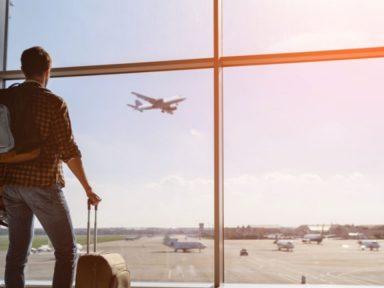Evita cometer estos 3 errores al comprar un boleto de avión;  podrás ahorrar dinero