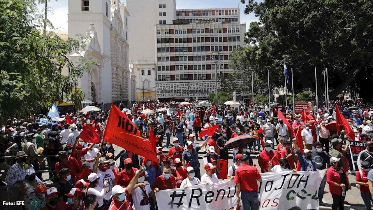 Estos fueron algunos de los motivos por los cuales los opositores hondureños realizaron manifestación paralela a los desfiles oficiales del gobierno