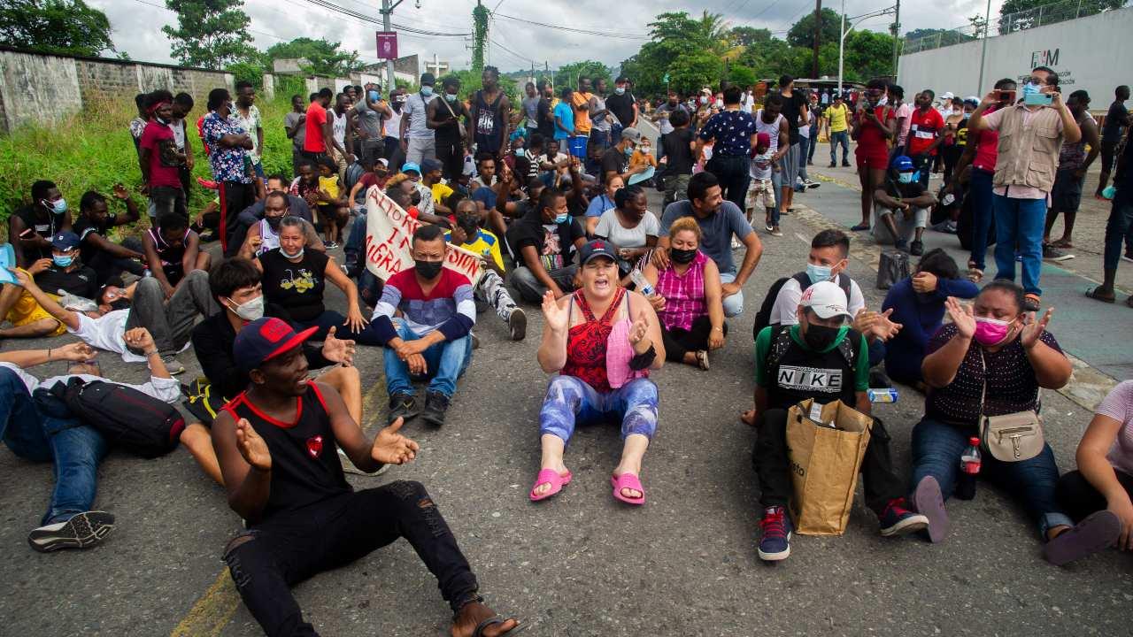 Los manifestantes caminaron desde el centro de la ciudad hasta el Instituto Nacional de Migración (INM), sin que se registraran incidentes