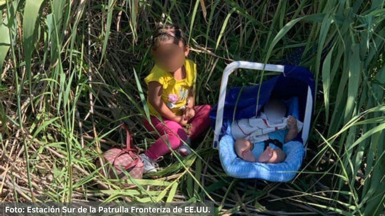 """Una nota encontrada junto a los infantes decía """"son hermanos"""" procedentes de Honduras, según la Oficina de Aduanas y Protección Fronteriza de Estados Unidos ¡Aquí más detalles!"""