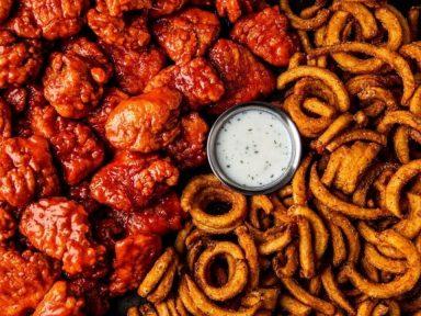 ¿Qué comer durante los partidos de la H? Te recomendamos el mejor spot para pedir tus alitas épicas