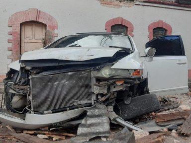 ¡Aparatoso accidente! 2 mujeres resultan gravemente heridas al caer de unos 10 metros de altura en el barrio La Leona de la capital