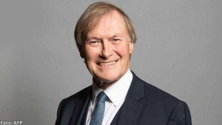 Diputado británico, David Amess, es apuñalado en una iglesia mientras hacía campaña política