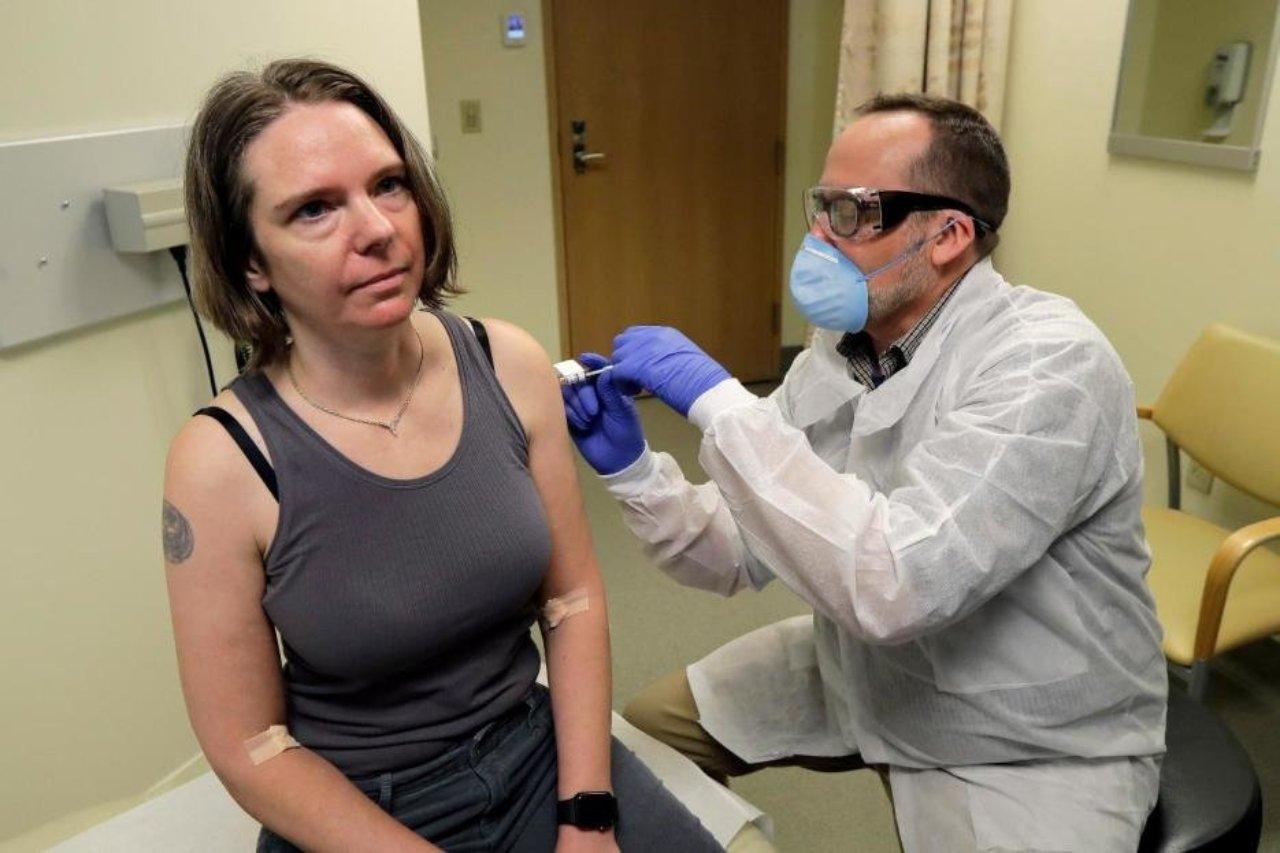 Buscan hispanos para probar la vacuna contra el covid en su fase 3, ¿qué riesgos implica participar?