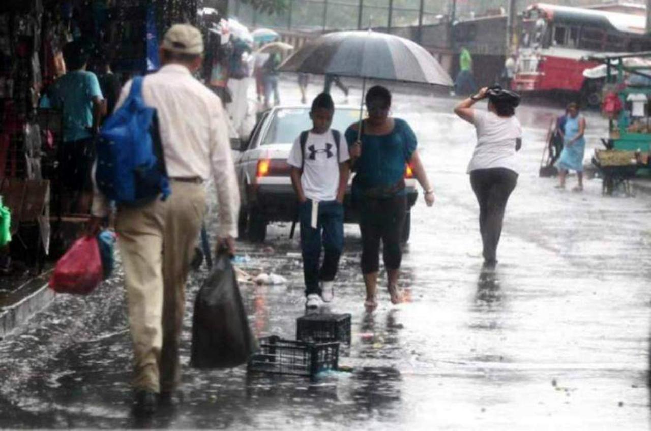 Alerta para varias regiones de Honduras por lluvias con actividad eléctrica