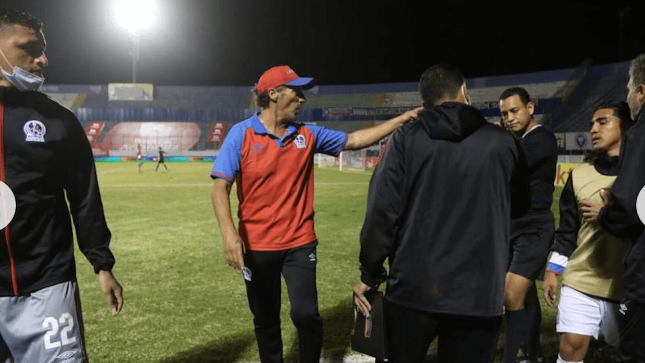 Asesor arbitral reveló lo sucedido en la jugada donde se anula el gol a Jonathan Paz por posición adelantada