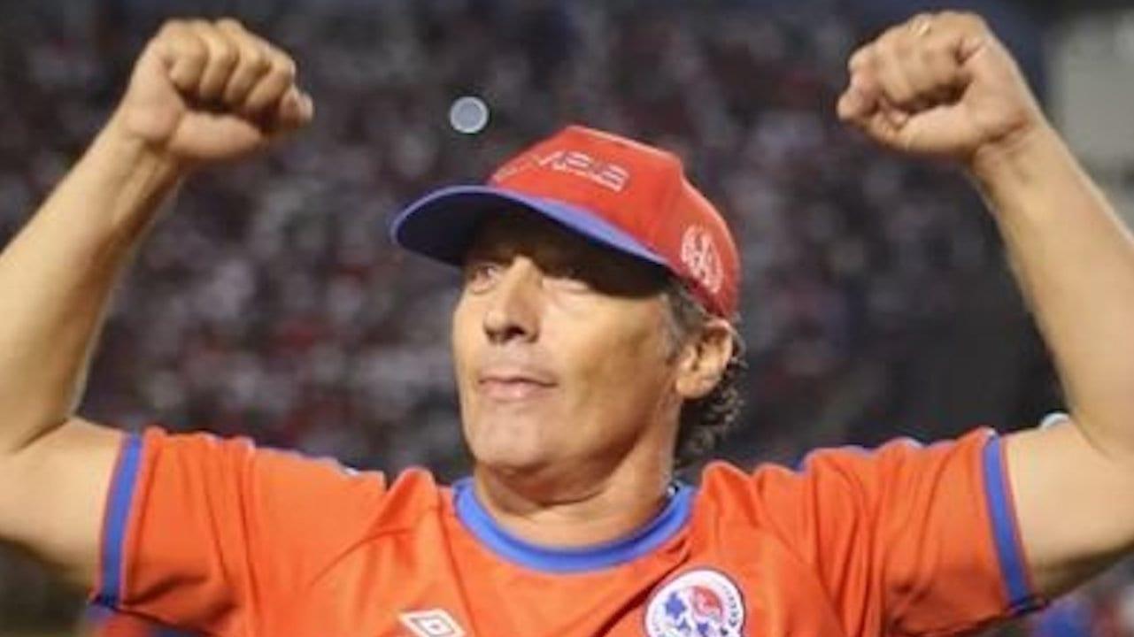 Un bicampeonato hasta el cielo: Pedro Troglio lo dedica a su padre y a su amigo, Diego Maradona, su segundo título con Olimpia