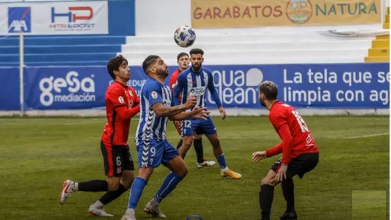 Jona Mejía anotó un golazo en la victoria del Alcoyano sobre La Nucia