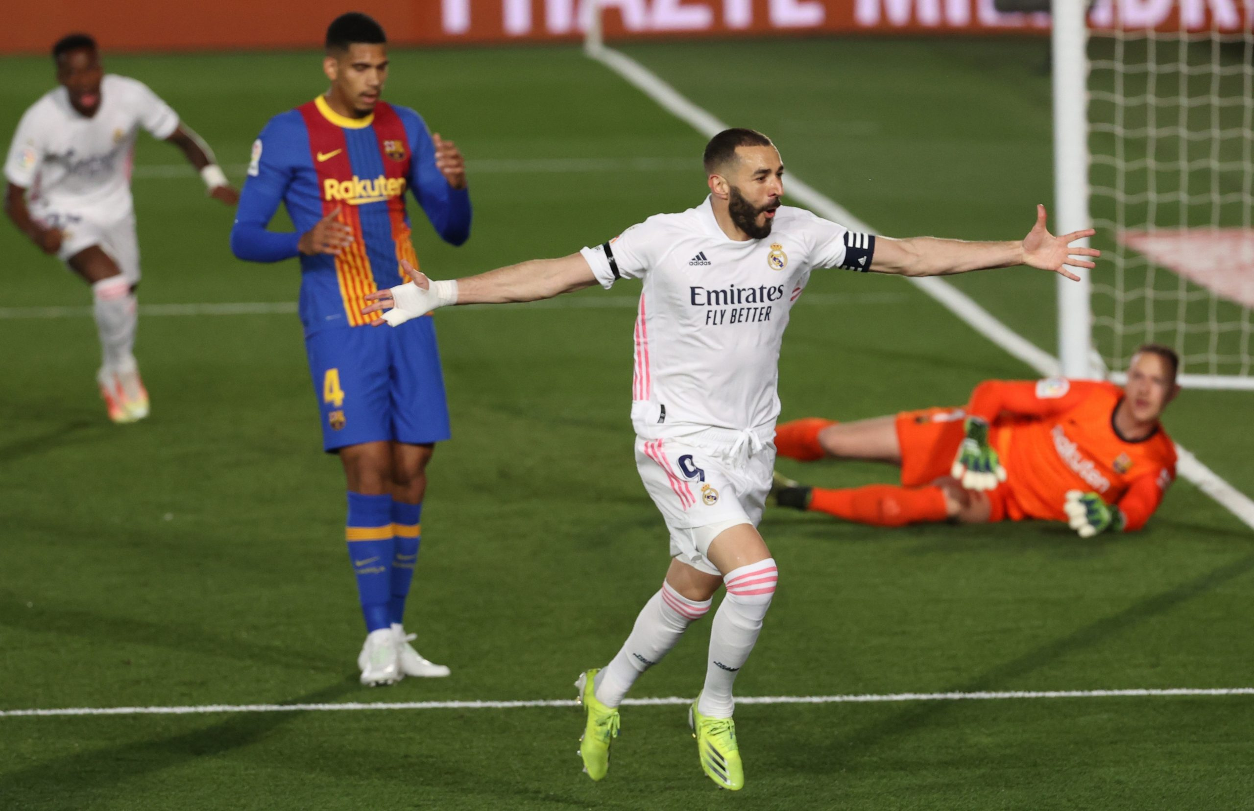 ¡Supremacía Blanca! Real Madrid doblega 2-1 al Barcelona en un tormentoso Clásico