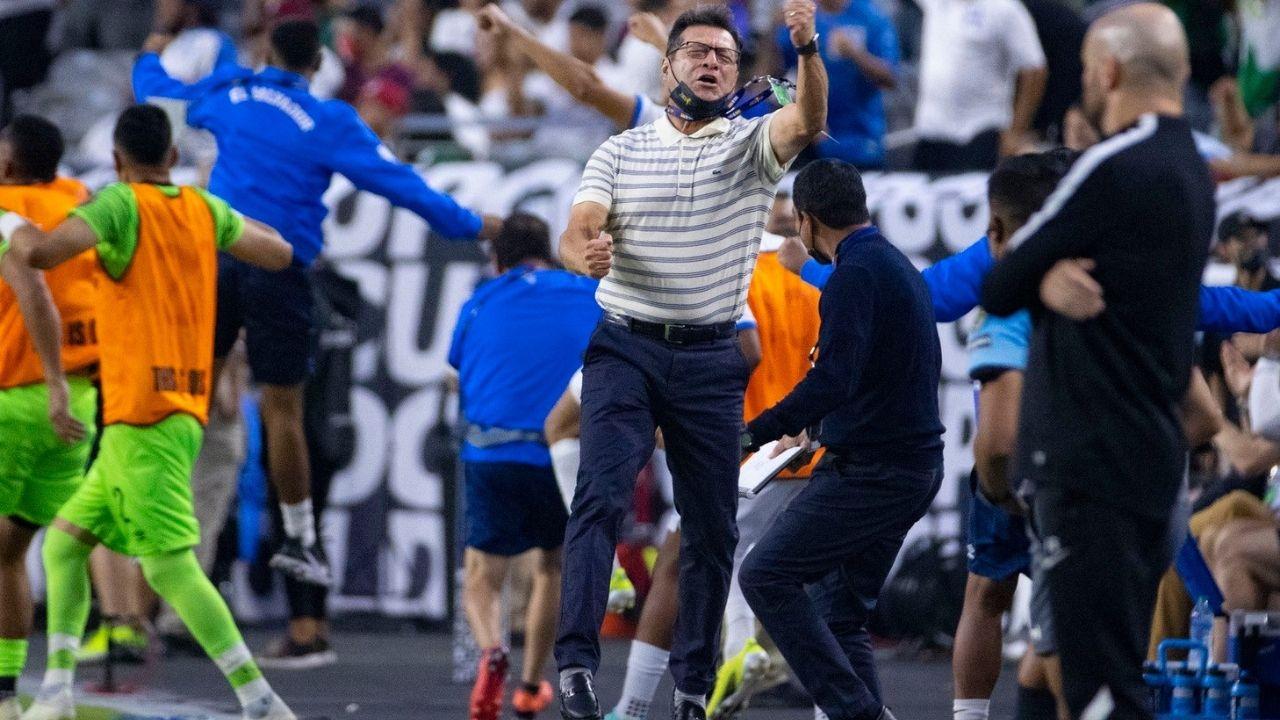 ¡Exclusiva Deportes TVC! Hugo Pérez, entrenador de El Salvador habla de Honduras: 'Me encanta Quioto, es explosivo'