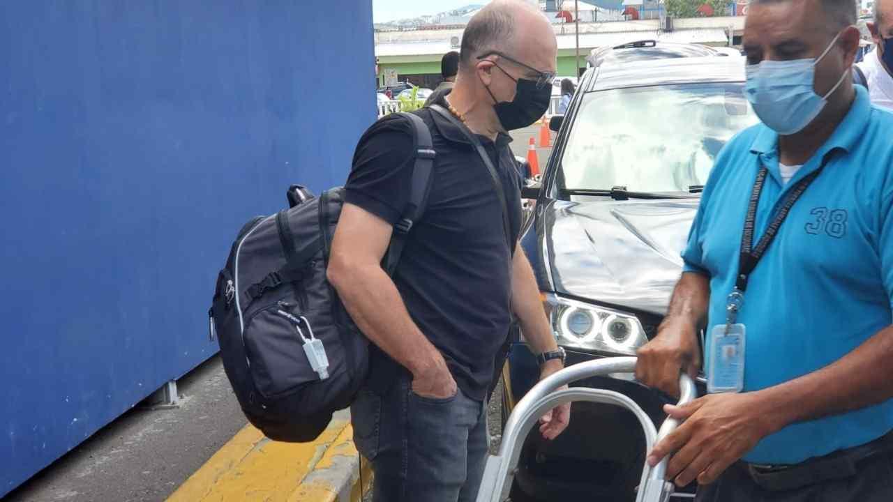 Fabián Coito se marcha junto a Miguel Falero deseándole éxito a la H