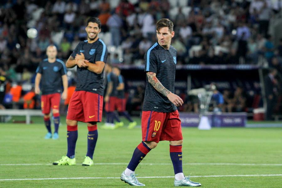 Lionel Messi (en avant) en 2015 par Oleg Dubina - Wikimédia Commons CC BY-SA 3.0<br>