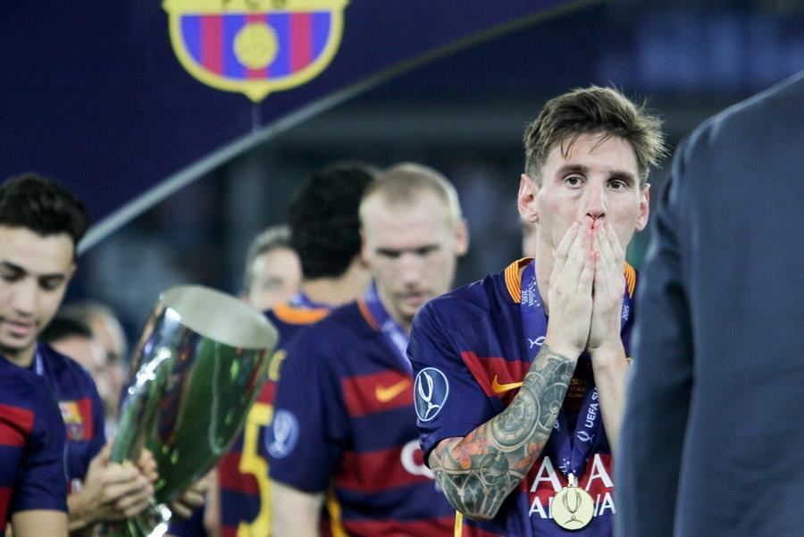 Lionel Messi (en avant) par Oleg Dubina - Wikimédia Commons CC BY-SA 3.0