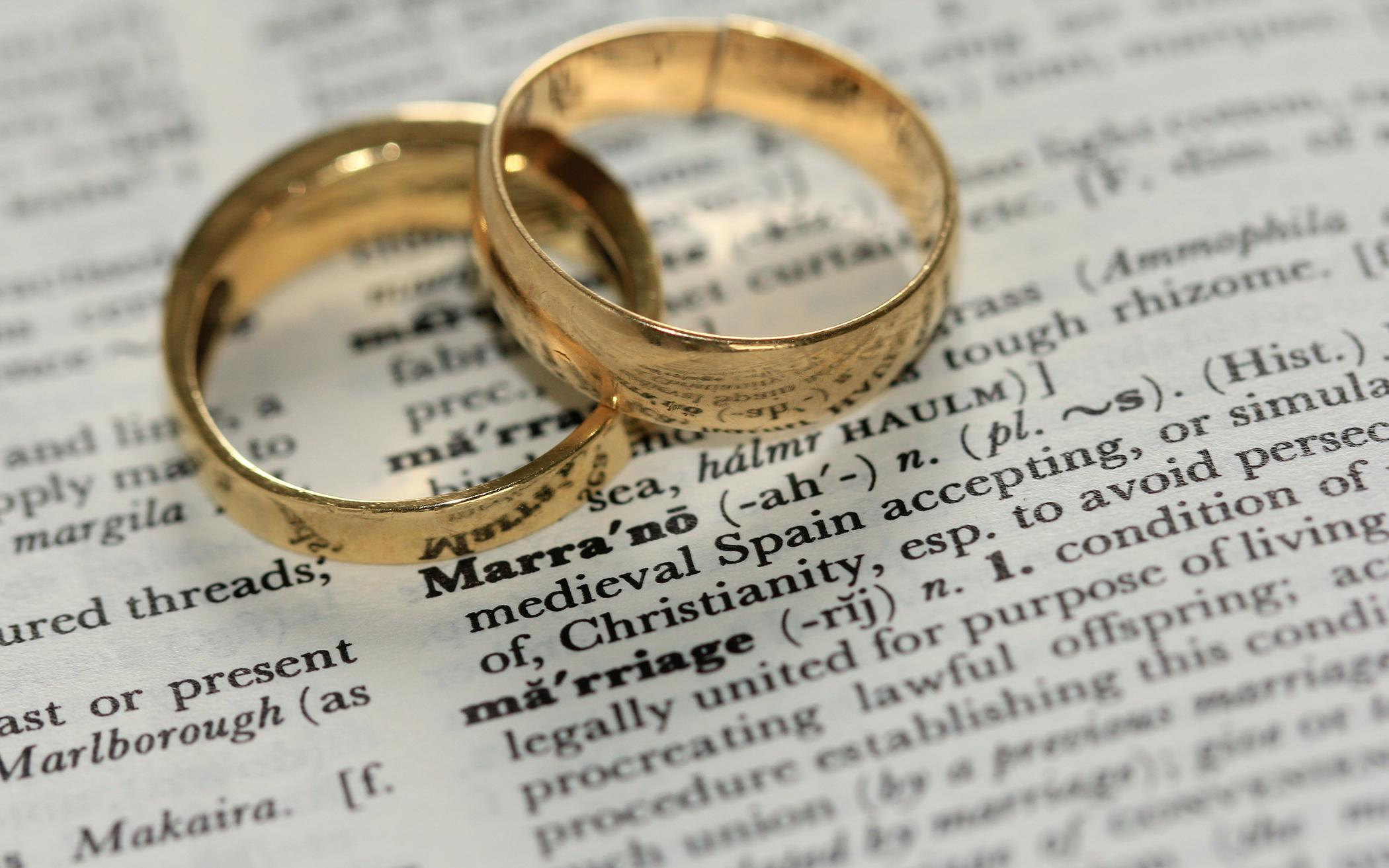 Don't Sanction Marriages without the State, Report Urges